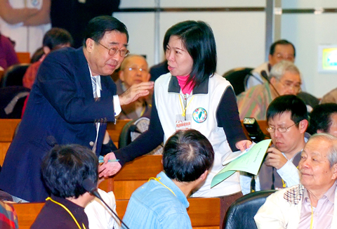 (Photo, courtesy of TAIPEI TIMES, by Wang Min-Wei)  Interior Minister, Lioa Liou-Yi (left), declines an invitation to sit among the VIP attendees to the Taiwan Citizen Conference on National Affairs in Taipei, Sunday, February 22.