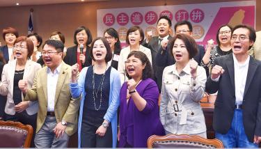 DPP caucus unveils immigrant unit - Taipei Times