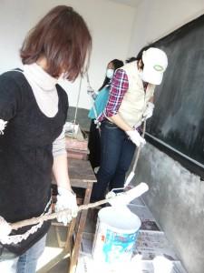 粉刷希望小學二樓教室