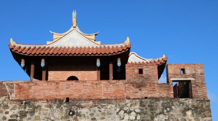 hengchun ancient gate and wall