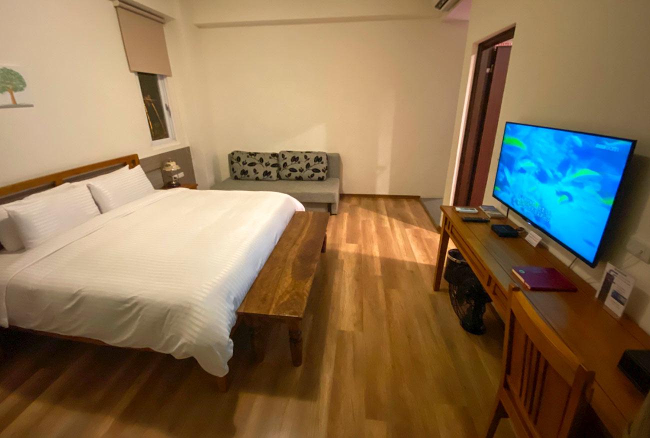 jacaranda house bedroom donghe