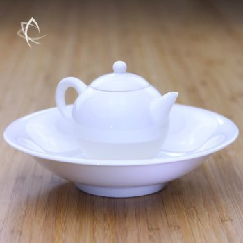 Ivory Porcelain Tea Plate with Gongfu Teapot Feature View