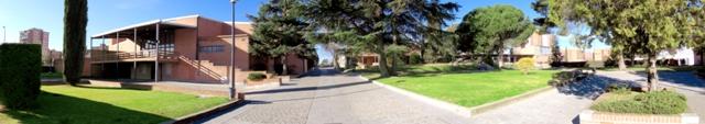 Vista panorámica de la entrada al colegio