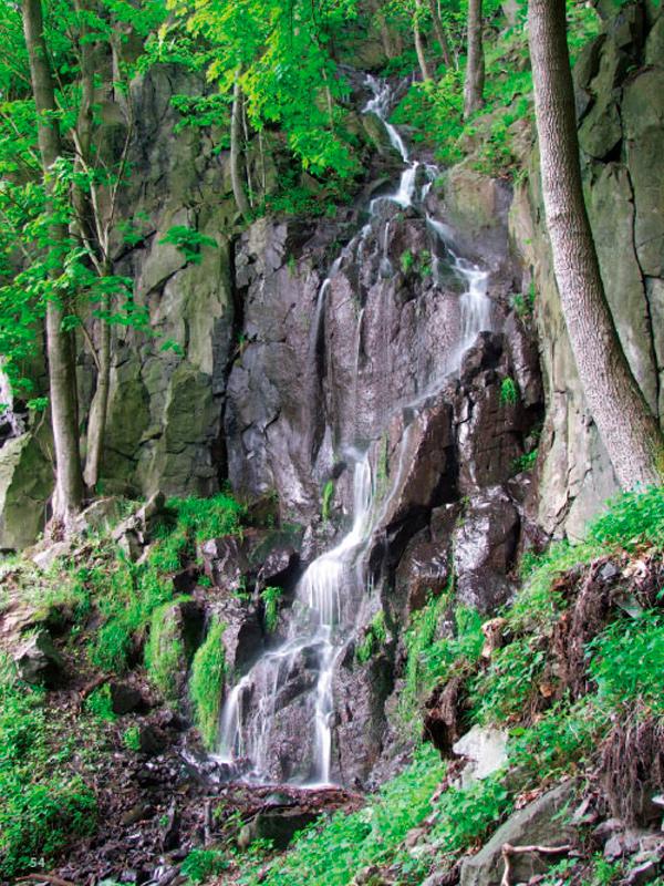 Výří vodopád nad Průčelskou roklí.