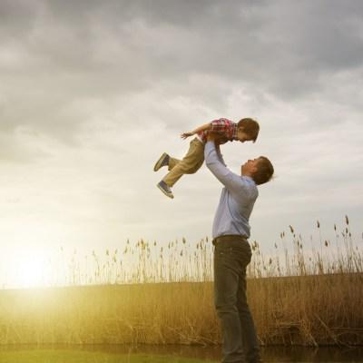 お父さんと抱っこ