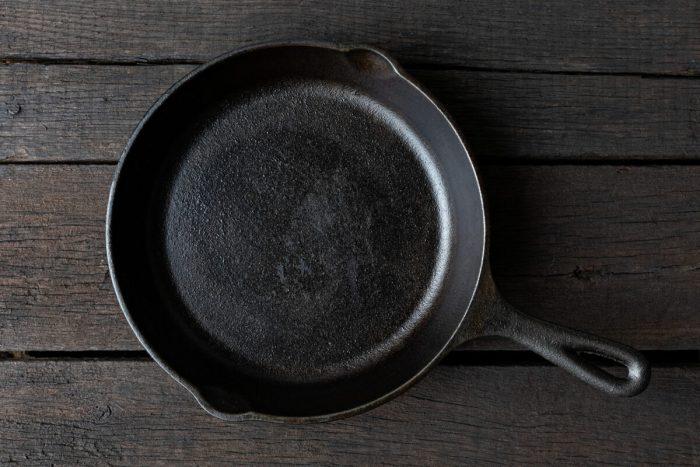プロが教える鉄フライパンとスキレットの空焼きの仕方