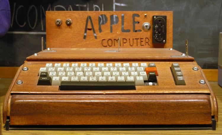 sejarah komputer - apple 1 casing kayu
