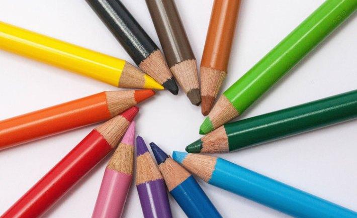memilih perpaduan warna logo