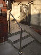 玄関アプローチ階段手すり施工例