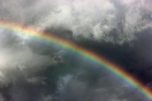 真夜中にかかる虹
