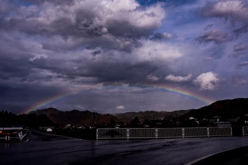 再びの虹を…