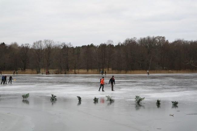 Hellasgården in de winter: schaatsen op natuurijs