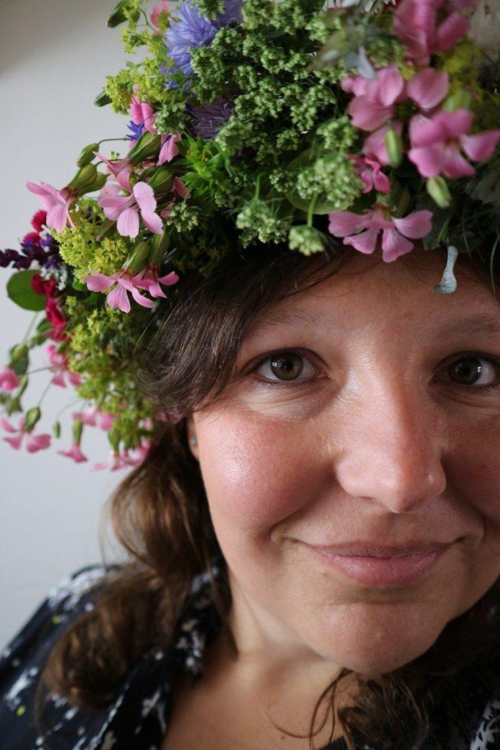 Make your own Swedish midsummer flower crown