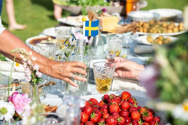 Op tafel met midzomer - Anna Hållams/imagebank.sweden.se