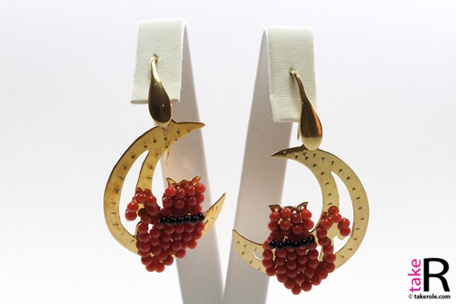 News Jewelry Moon with Cat Earrings Coral Onyx Gold Plated Silver
