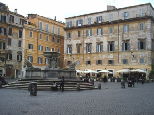 favourite-things-in-rome-piazza-santa-maria-trastevere-takingtotheopenroad-peggytee