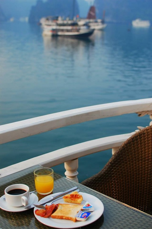 review-paloma-cruise-breakfast-on-deck-2-takingtotheopenroad-peggytee
