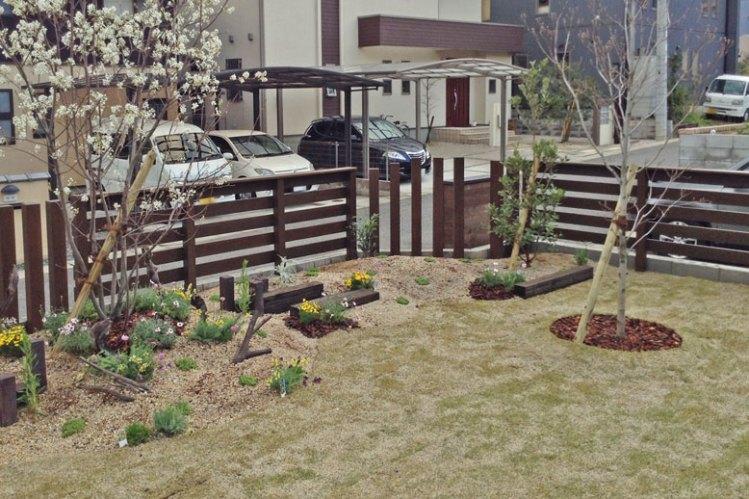 庭をおしゃれに囲うウッドフェンス