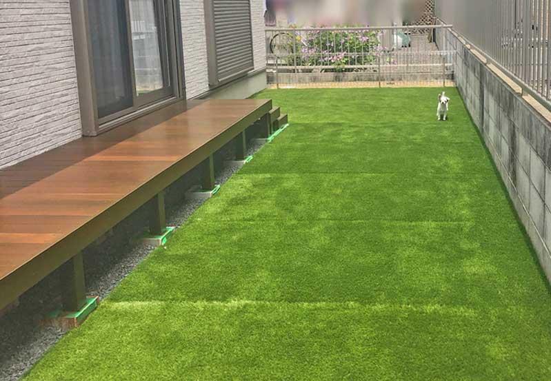 ウッドデッキと人工芝のお庭 草津市