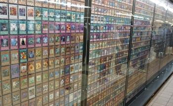 Les 7649 cartes Yu-Gi-Oh! exposées à la station de Shinjuku