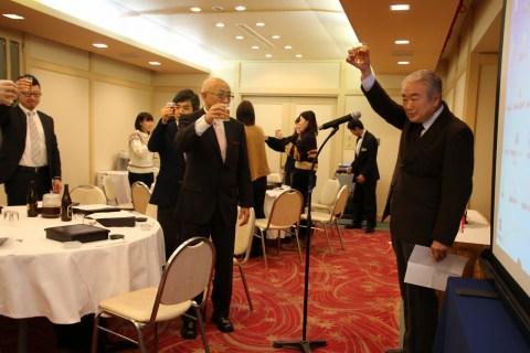 篠塚学長の乾杯で始まります
