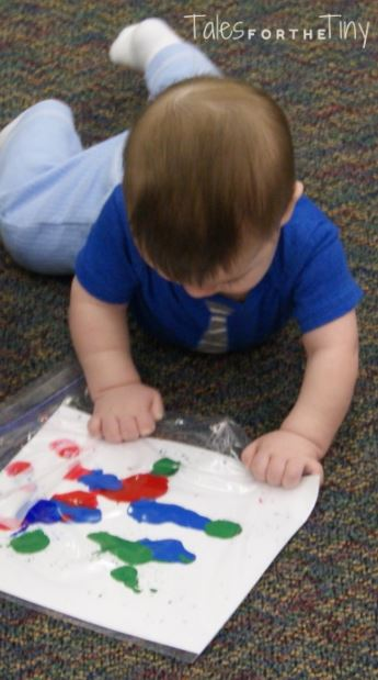 Busy Babies at the Library - Artsy Baby - Baby paints in a bag equaling no mess! - talesforthetiny.com