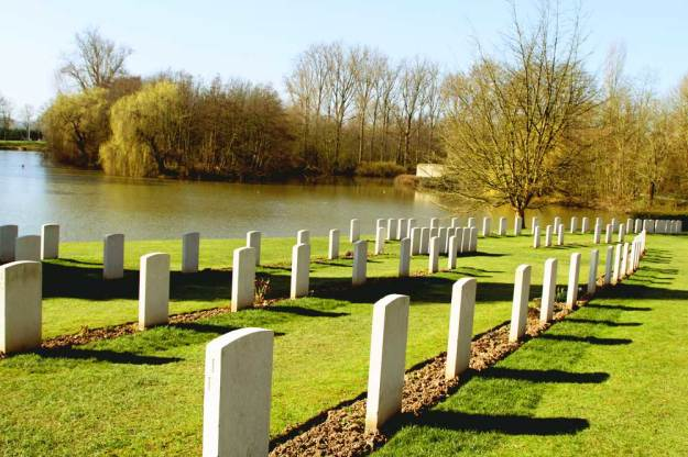 ieper city guide: ramparts cemetery