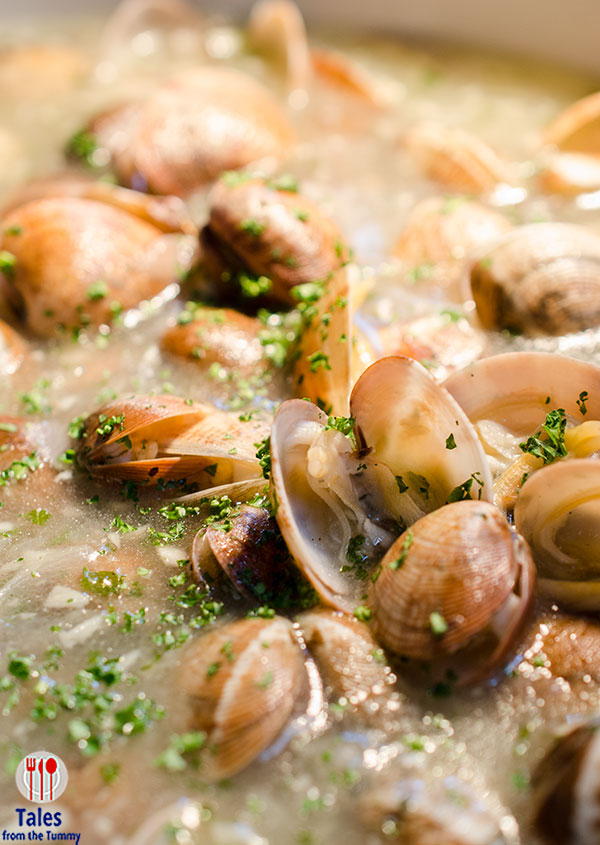 Corniche Diamond Hotel Clams in Green Sauce