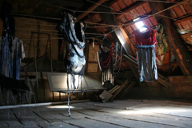 attic-116915_640