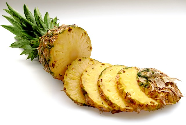 Pineapple cut in to slices