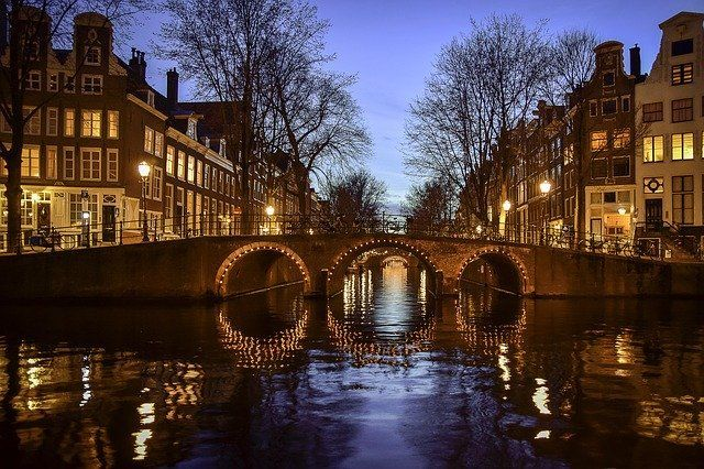 Amsterdam Canals, Bridge and architecture
