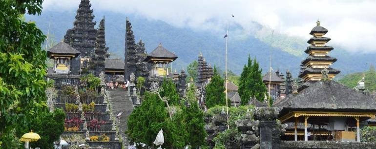 Why do you need a travel agent in Bali. Besakih Temple