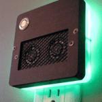 壁のコンセントに直接差し込んで使う超小型/音声応答型コンピュータUbi