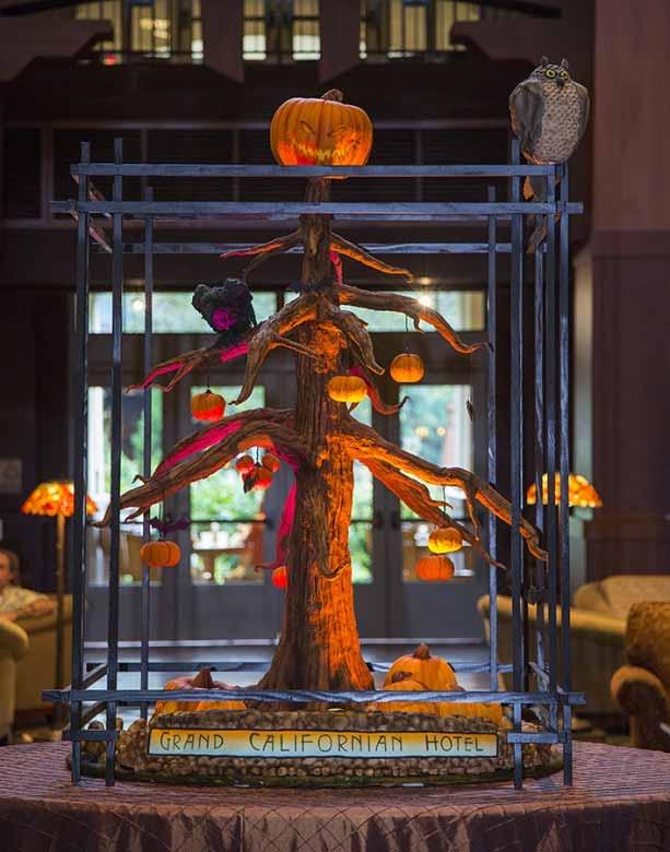 Disney-Halloween-Tree-t-Disneyland