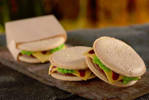 D-Luxe-Burger-Disney-Springs-Red-Velvet-Burger-Macaron