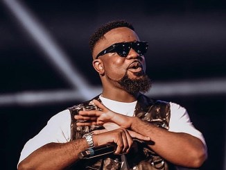 Sarkodie publicly apologizes to Yemi Alade, 3 years after he wronged her
