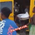 Coronavirus: Ghanians go down from a bus after some Chinese men boarded (video)