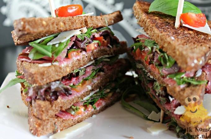 Carpaccio clubsandwich met rookvlees