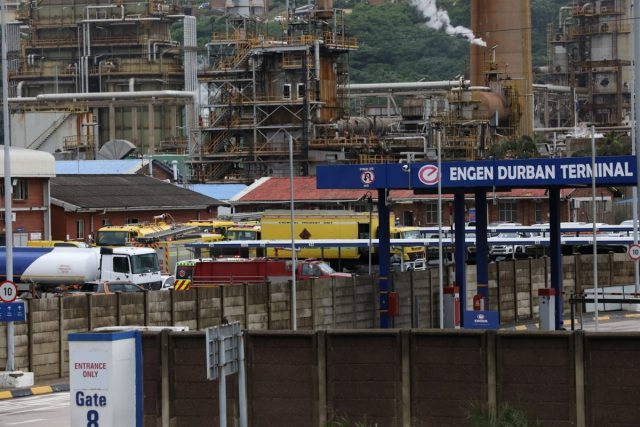 Fuel refinery confirms shutdown amid ongoing violence in KZN and Gauteng thumbnail