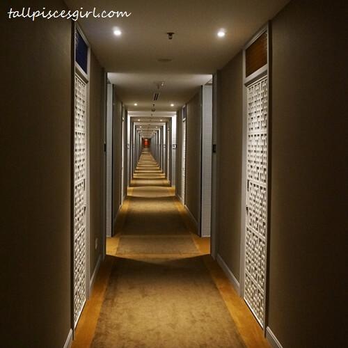 Estadia by Hatten - Hotel Corridor Leading Towards Rooms