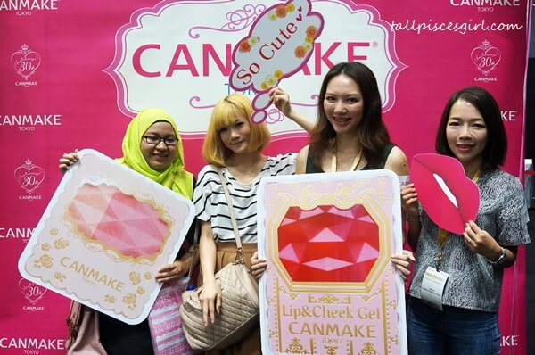 Yours truly with fellow bloggers: Anis, Arisa and WeiTze from KampungBoyCityGirl