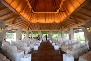 wedding venue with the bride and groom royal albatross