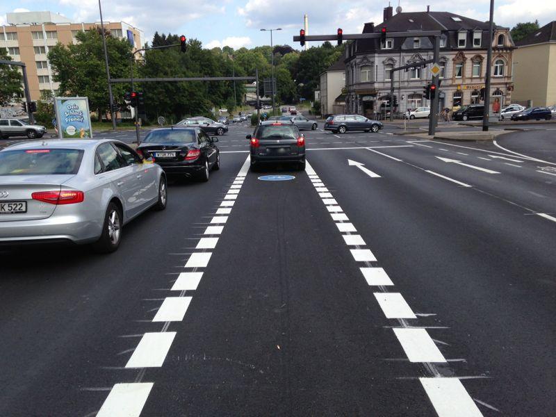 Einige Autofahrer müssen sich scheinbar noch an die neue Verkehrsführung gewöhnen.