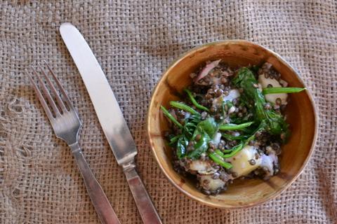 סלט תפוחי אדמה עם עדשים שחורות ותרד