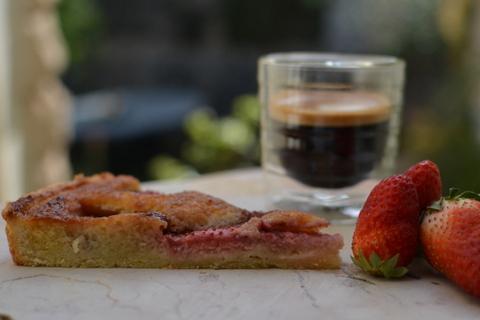 פאי תותים עם קר םשקדים