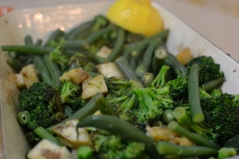 סלט אביבי של ארטישוק, ברוקולי ושעועית ירוקה ולימון