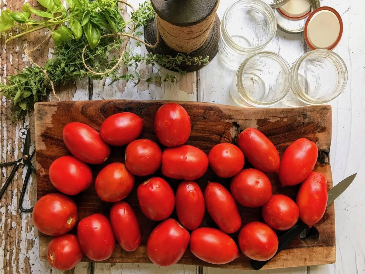 רוטב עגבניות ביתי מושלם לשימור לימי החורף