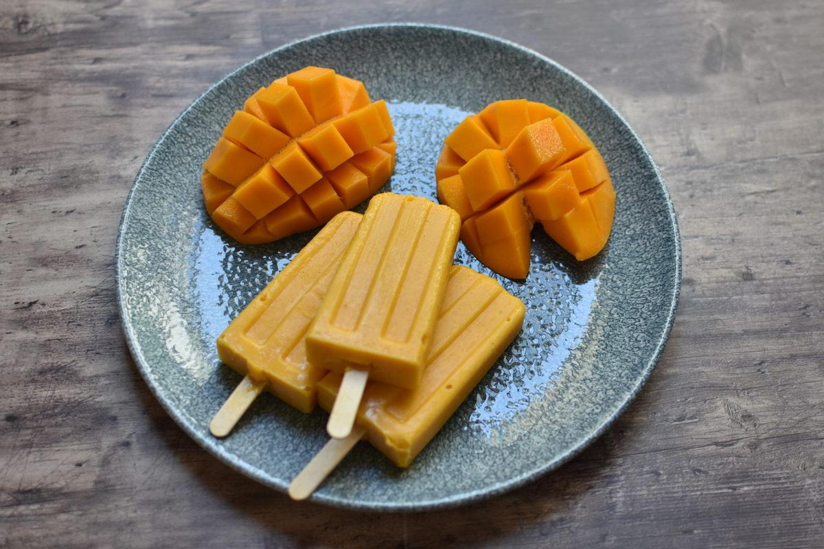 גלידת מנגו עם גבינת עיזים וצי'לי