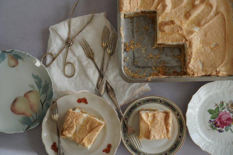 עוגת תפוחים וקצף