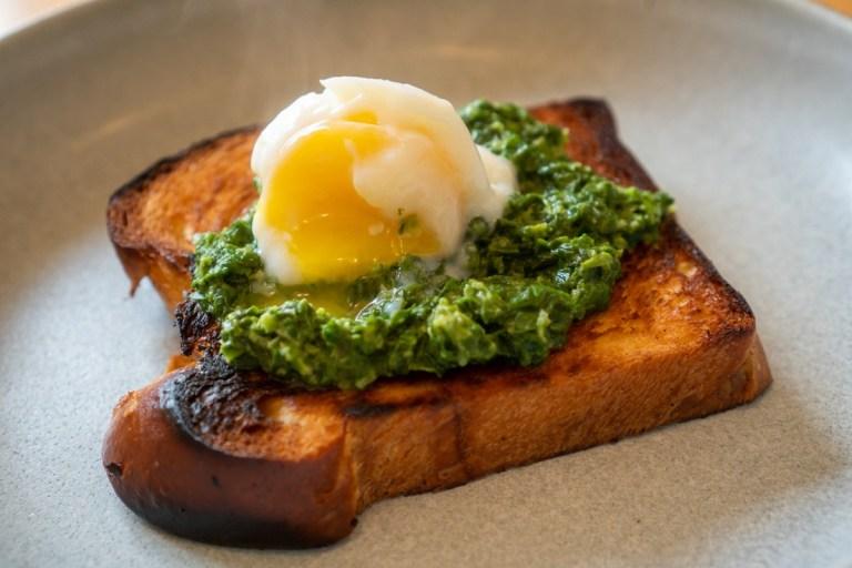 בריוש עם ביצה עלומה